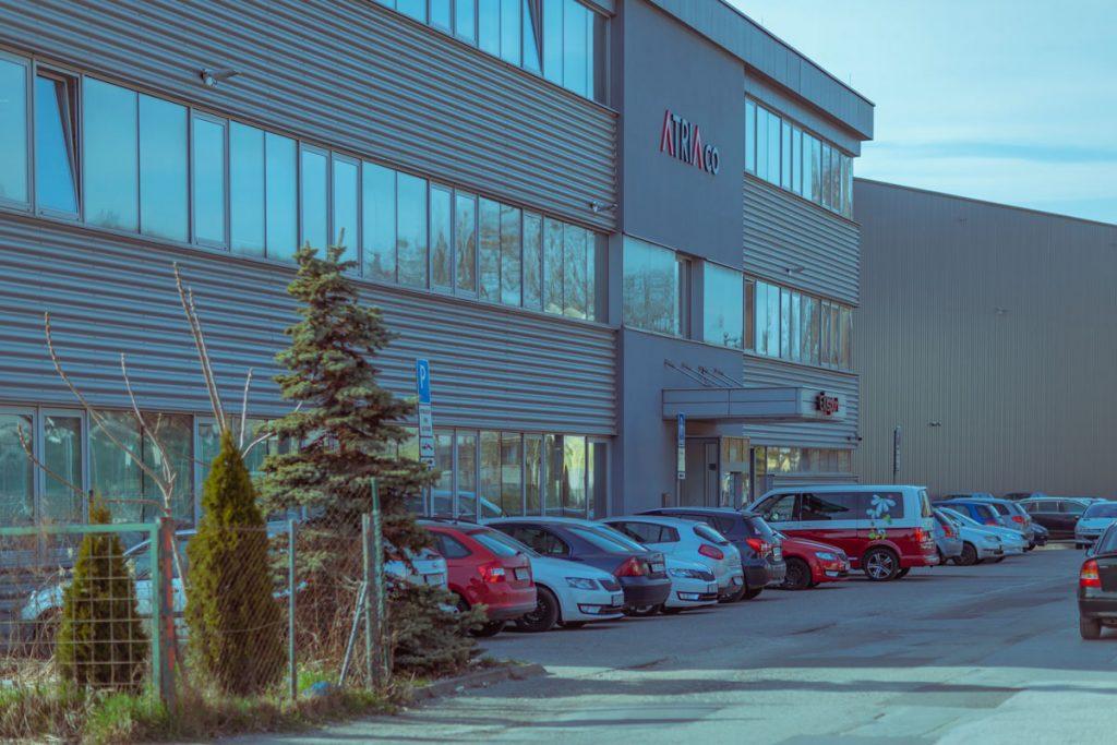 Parkovacie miesta pre kancelársky komplexom