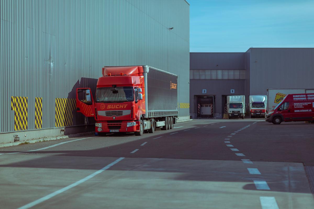 Kamión za skladom